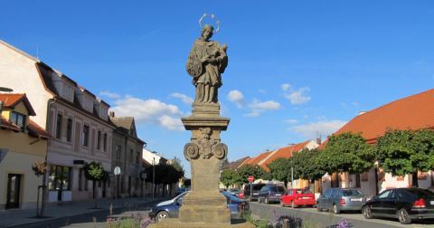 Socha Jana Nepomuckého v Čelákovicích